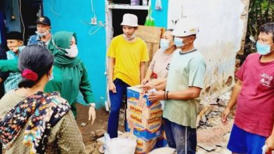 Photo of Srikandi AMK Banten Salurkan Bantuan untuk Korban Banjir Bandang Cimanuk
